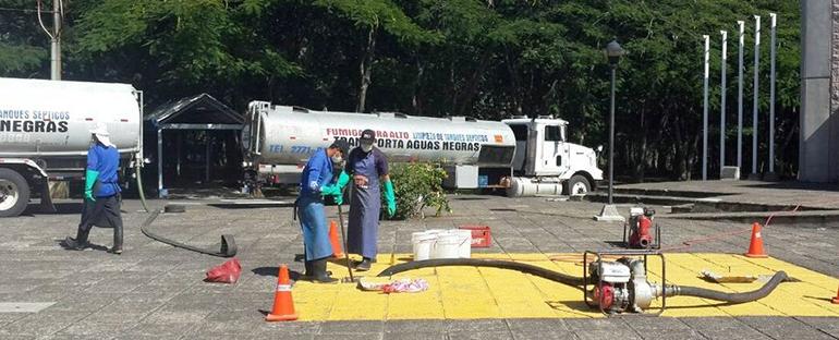 Limpieza de plantas de tratamiento de aguas residuales